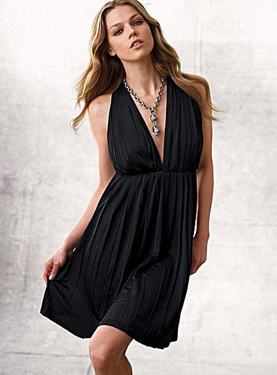 Che tipo di collana va con un vestito con scollo a V  – Blog di ... 68f1ad2f8238
